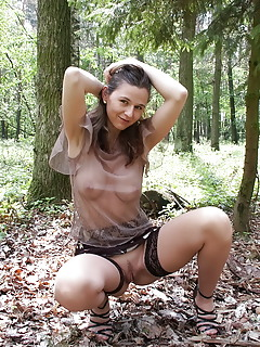 MILF Outdoor Pics