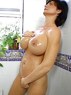 MILF Masturbation Pics